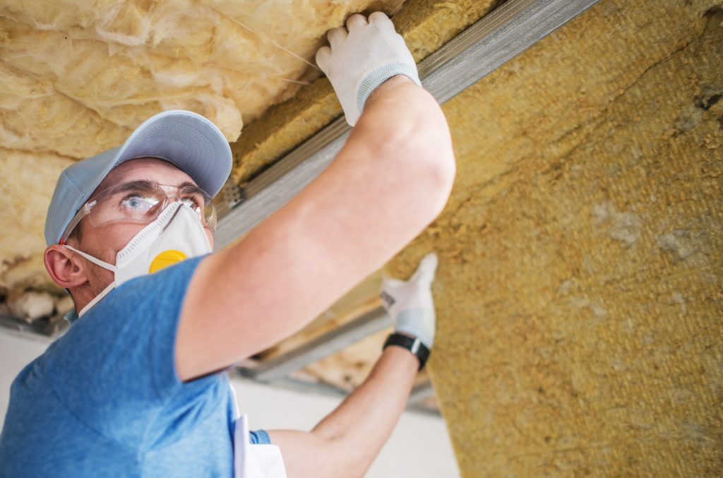 mineral insulation installer YQR3XE6 1024x677 BLOG